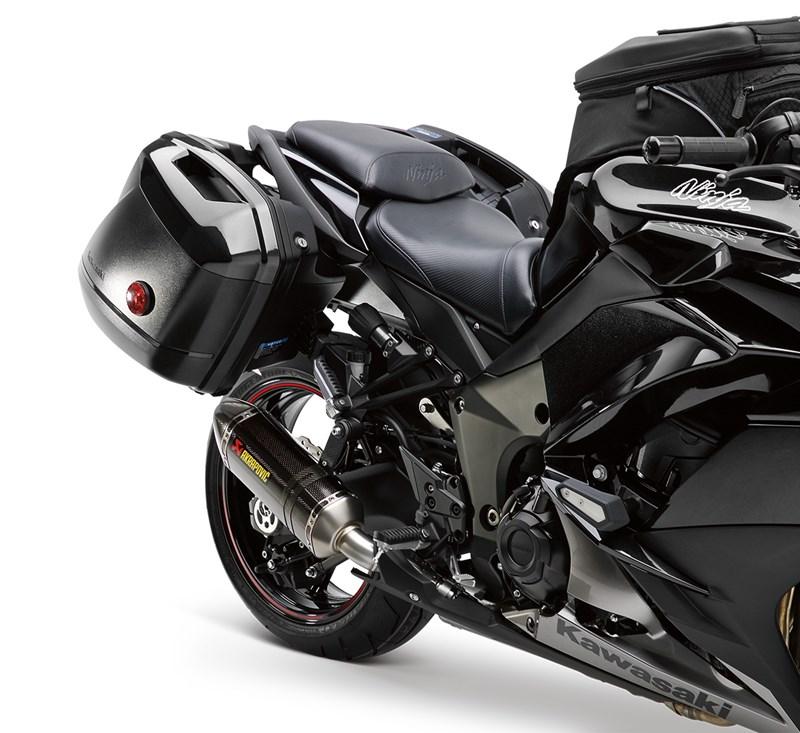 Ninja® 1000 Akrapovic Slip-On Exhaust detail photo 3