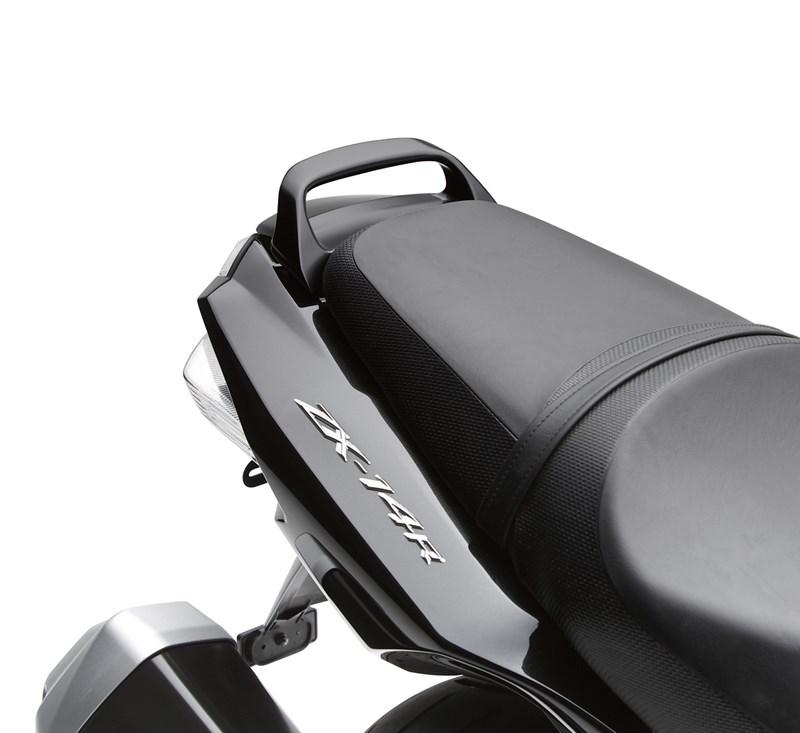 Passenger Grab Handle, Metallic Carbon Gray/C4 detail photo 1